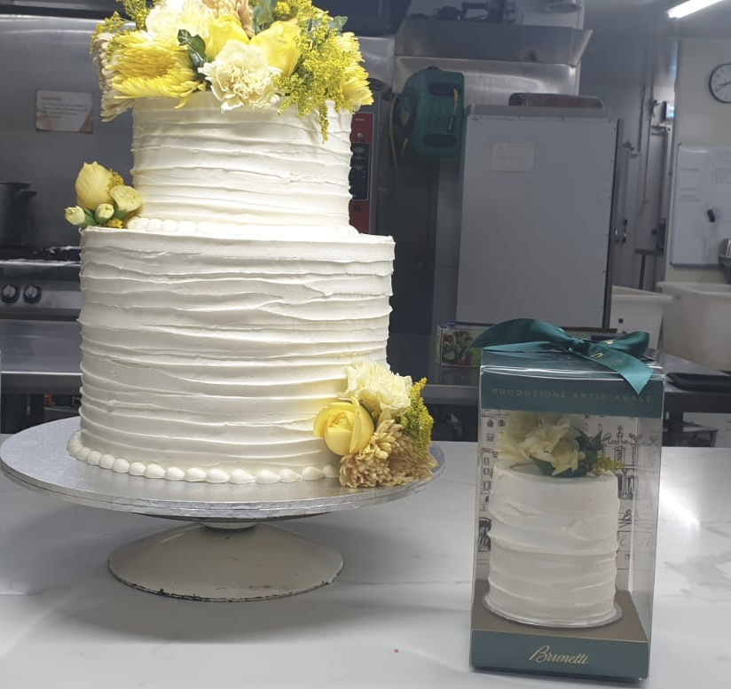 MINI WEDDING CAKE PACKAGED