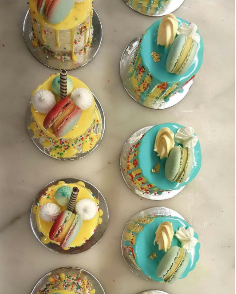 MINI SPRINKLED CAKE